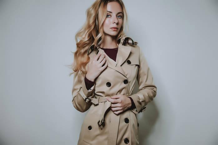 Бежевое пальто: с чем носить и как сочетать