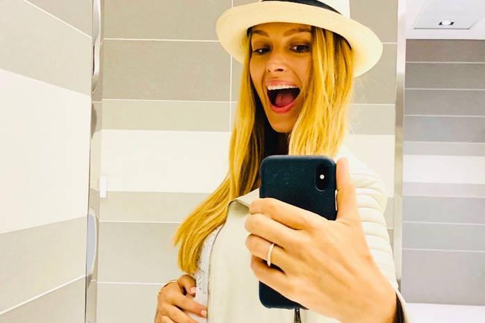 Беременная Петра Немцова опубликовала фото в купальнике