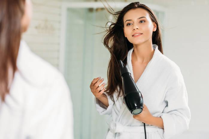 Как правильно сушить волосы, чтобы сохранить их здоровье