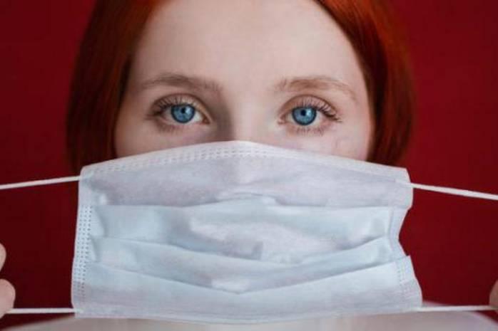 Как правильно снимать медицинскую маску: инструкция