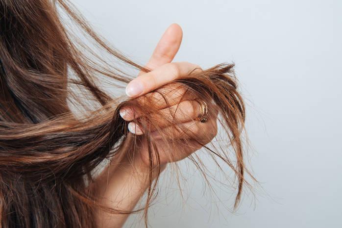 Как быстро и эффективно восстановить волосы после зимы