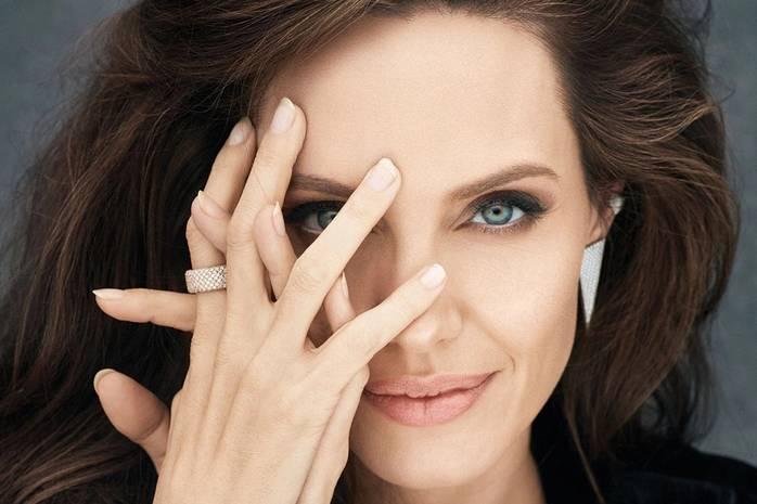 Анджелина Джоли раскрыла главный жизненный урок от своей матери