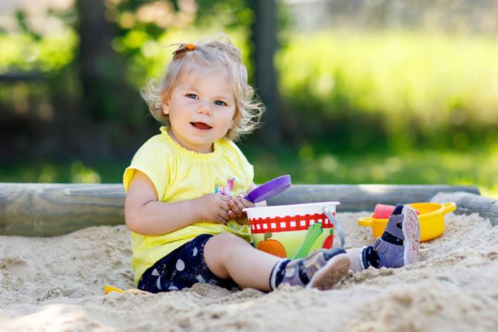 Что взять на прогулку с ребенком: чек-лист опытной мамы