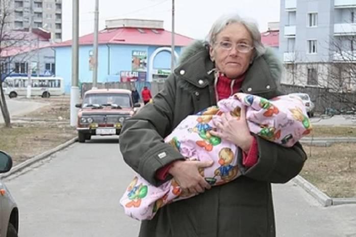 Самая старая мама Украины родила в 65: как она и дочка живут сейчас