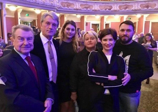 viktor-yushchenko-pokazal-povzroslevshuyu-doch-foto-2.