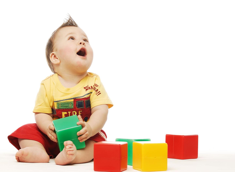 Детские картинки ребенок с кубиками