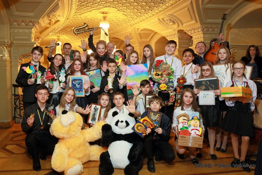 ukrainskie-artisty-ispolnili-mechty-talantlivyh-detey-sirot-so-vseh-ugolkov-ukrainy-foto-3
