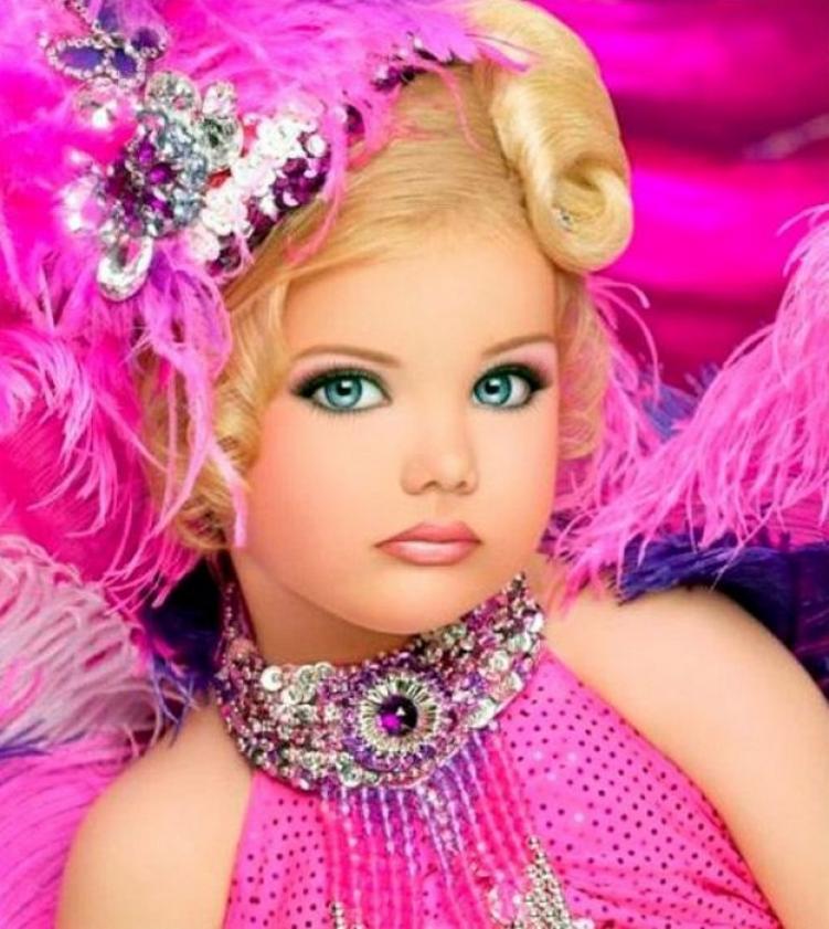 Фото маленькой гламурной девочки