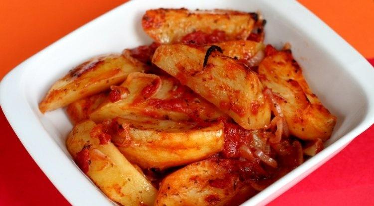 kartofely_i_pomidoryi_750x414