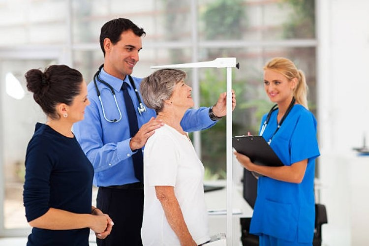 general-practitioner-measuring-senior-patients-height-picture-id179232771_750x500