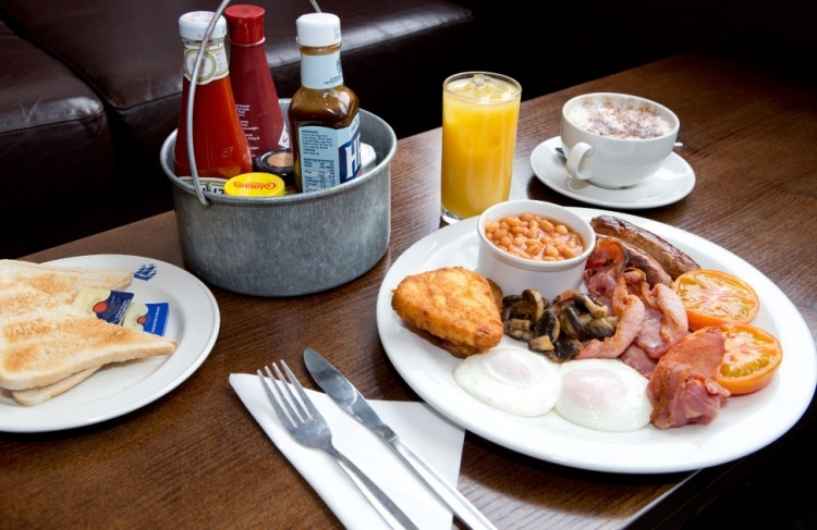night-and-day-bar-english-breakfast_750x487