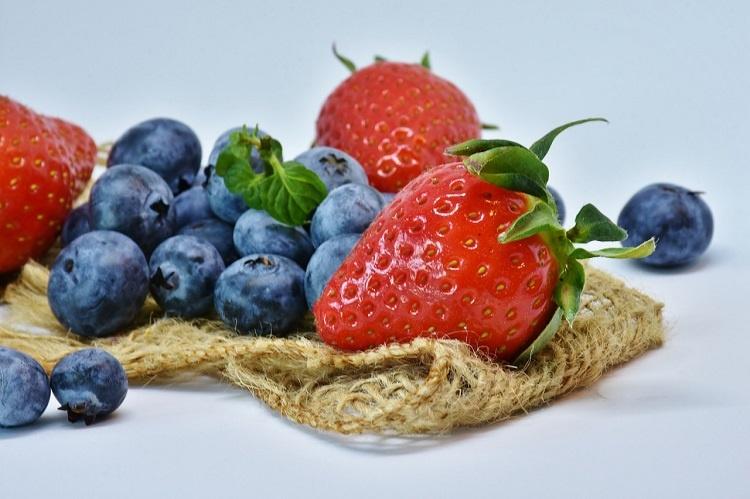 strawberries-3123491_1280