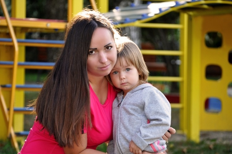 portrait-mother-with-her-daughter-against-the-background-of-picture-id518902348