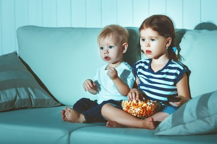 children-brother-and-sister-watching-tv-in-evening-picture-id683821088_01