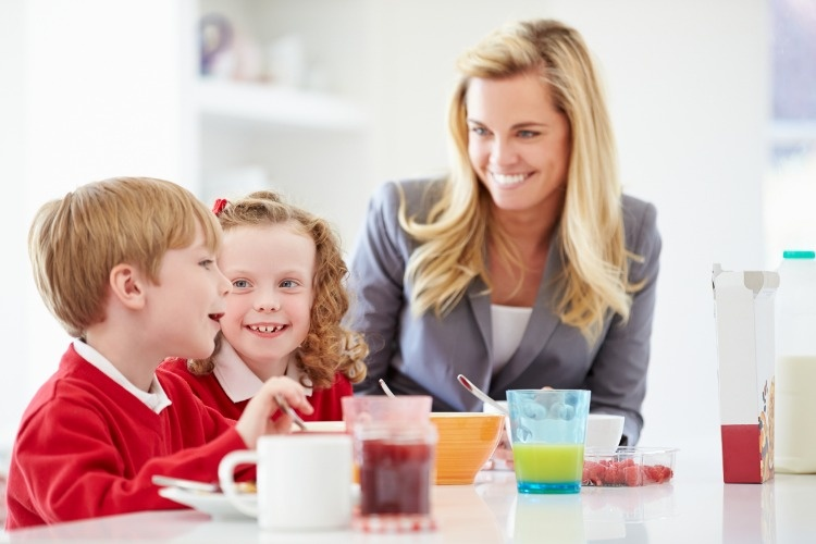 mother-and-children-having-breakfast-in-kitchen-together-picture-id462297291