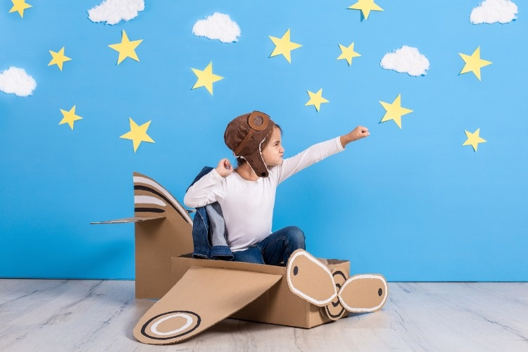 little-child-girl-in-a-pilots-costume-is-playing-and-dreaming-of-picture-id849335312