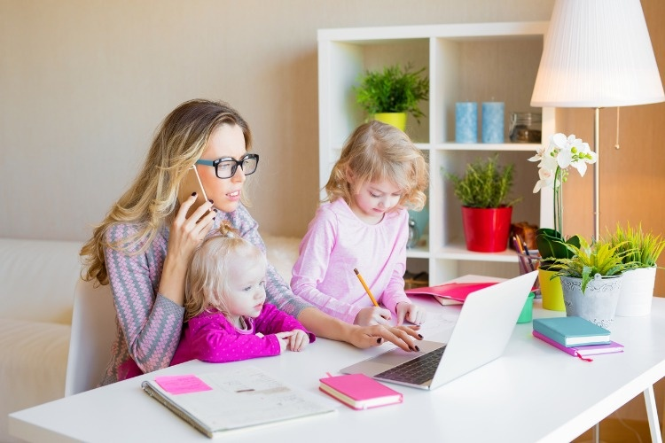 busy-mom-multitasking-picture-id961349272