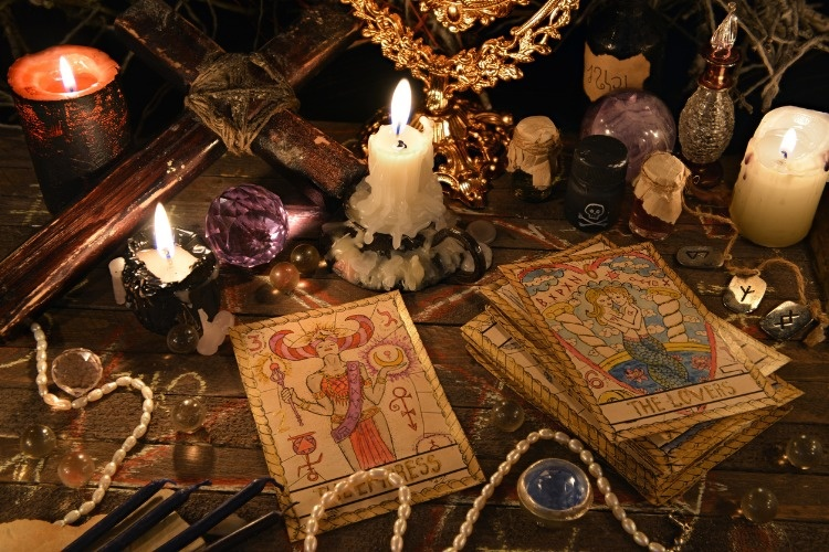 mystic-ritual-with-tarot-cards-magic-objects-and-candles-picture-id636603344_02