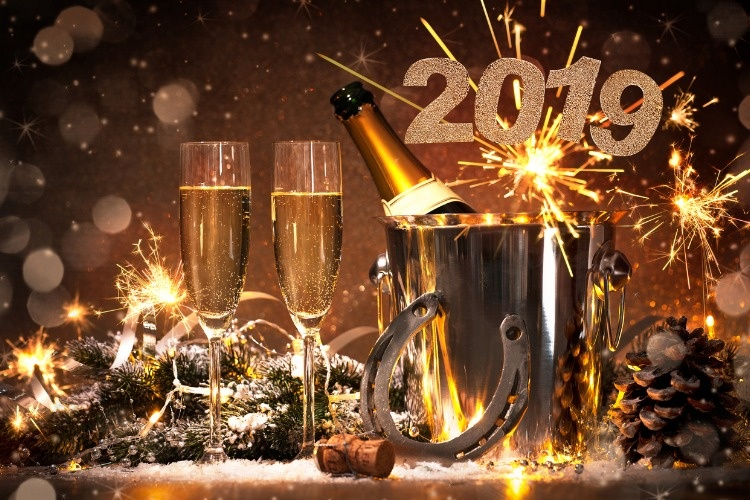 new-years-eve-celebration-picture-id960870774