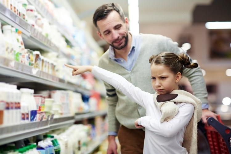 little-girl-wants-milk-picture-id685863324_01