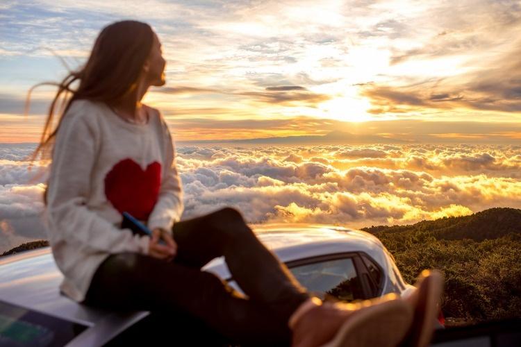 woman-enjoying-beautiful-cloudscape-picture-id513108430_02