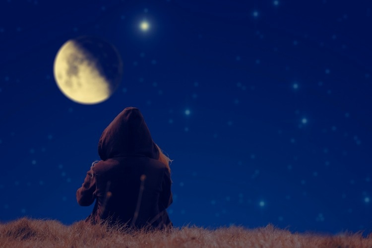 lonesome-girl-spectating-moonset-on-a-starry-skies-picture-id538828423_1_02