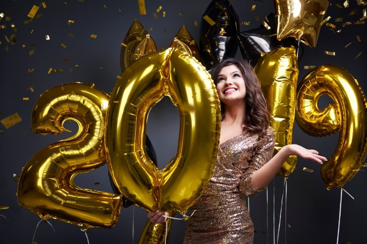 woman-among-confetti-and-new-years-balloon-picture-id897972880_01