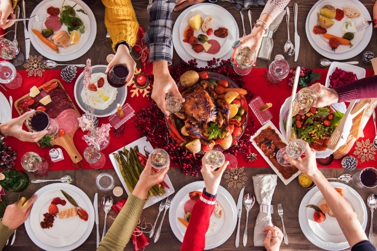 christmas-new-year-dinner-group-concept-picture-id898291604