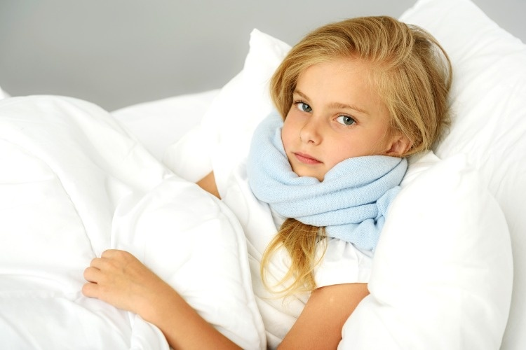 sick-preschool-girl-lying-in-the-bed-picture-id611627294