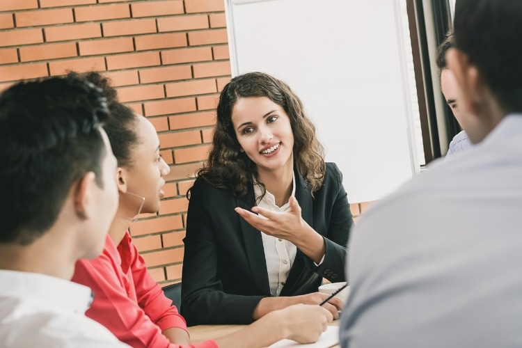 business-woman-leader-talking-to-her-colleagues-at-the-meeting-picture-id987130380