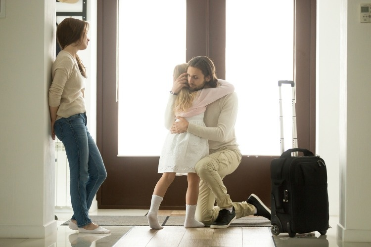 sad-father-hugging-little-daughter-before-leaving-for-long-trip-picture-id874986310_01