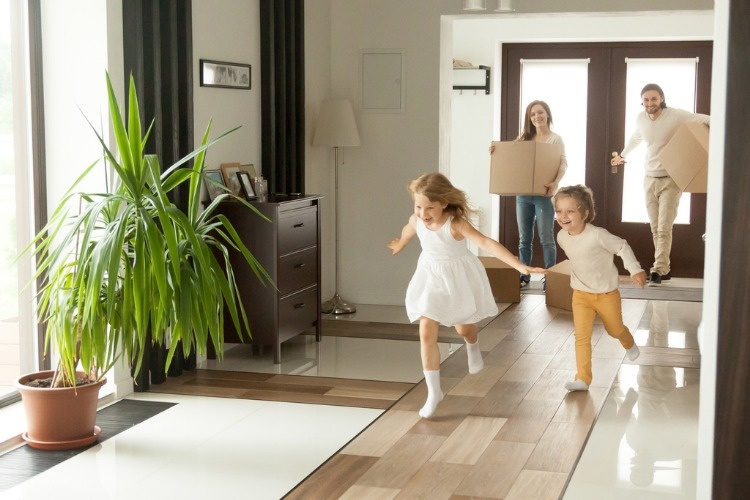 playful-kids-running-into-new-house-family-moving-in-concept-picture-id874986316_01
