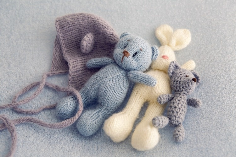 three-soft-toy-bears-picture-id674250820_01