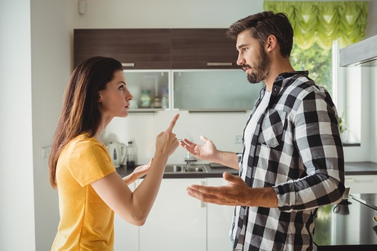 couple-having-argument-in-kitchen-picture-id639025858