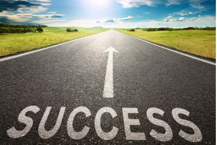 empty-road-and-sign-symbolizing-success-picture-id509920785