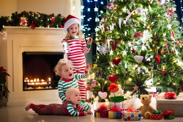 happy-little-kids-in-pajamas-under-christmas-tree-picture-id617891786_01