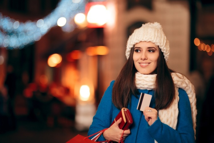 girl-with-credit-card-and-wallet-enjoying-holidays-shopping-picture-id1069442036