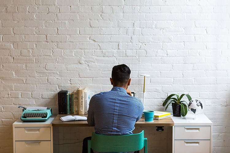 man-working-in-modern-office_4460x4460_