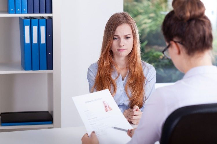 girl-on-a-job-interview-picture-id533992293