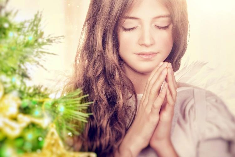 beautiful-angel-praying-picture-id629623780_03
