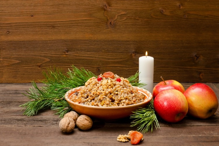 dish-of-traditional-slavic-treat-on-christmas-eve-on-brown-wooden-picture-id893470224