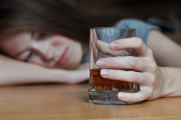 drunk-female-addict-picture-id639927984_01