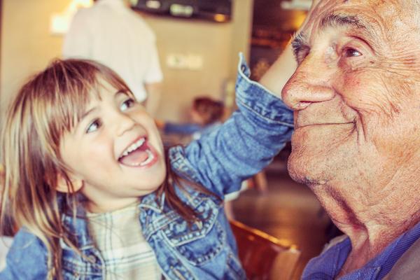 По всему миру дома престарелых объединяют с детскими приютами: результаты поражают - kolobok.ua